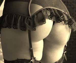 Femme cougar en lingerie